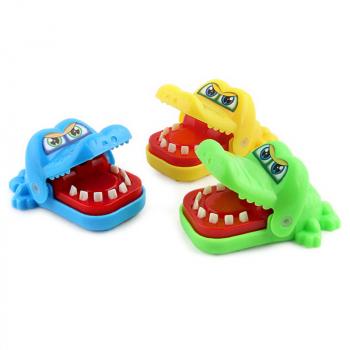 Kids Crocodile Mouth Bite Finger Game Funny Family Toy Gift Random Color